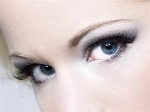 Blaue Augen schminken so setzt man sie gekonnt in Szene