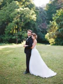 wedding photo poses 25 best ideas about groom poses on groom poses wedding poses and