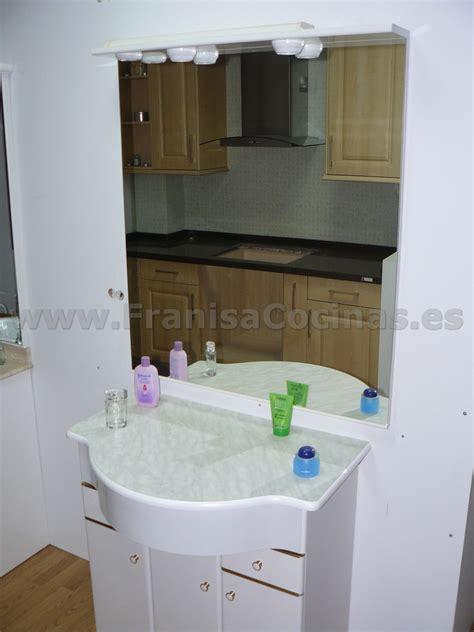 mueble de bano laminado blanco exposicion franisa cocinas