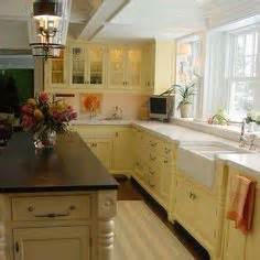 kitchens cabinets designs 1000 ideas about yellow kitchen cabinets on 3546