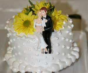 cake topper mariage file wedding cake for and jared topper jpg wikimedia commons