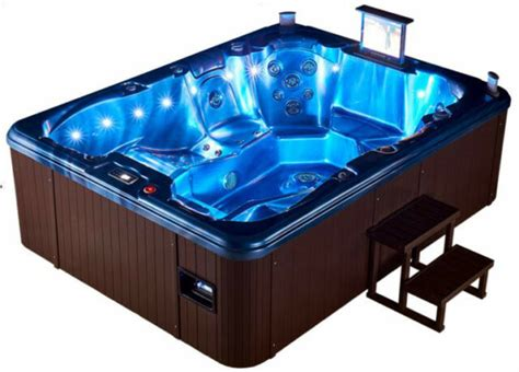 Big Whirlpool Tubs by Extended Length Lounger 7 Person Outdoor Tub