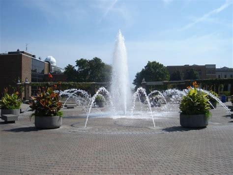 File:Indiana State University Fountain.jpg - Wikimedia Commons