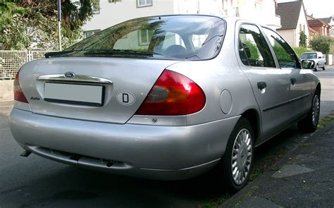 Ford Mondeo 1997 Rear 20071004.jpg
