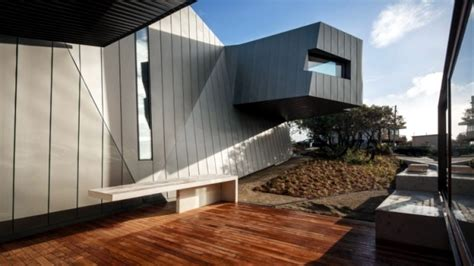 Coastal Kitchen Ideas - modern house on the coast of australia with an asymmetrical shape interior design ideas ofdesign