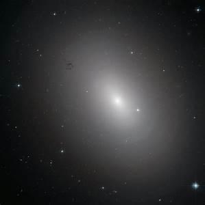 Hubble Views Elliptical Galaxy NGC 3923