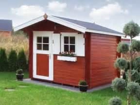 balkon sichtschutz weiss gartenhaus schwedenstil ultramodern und bequem