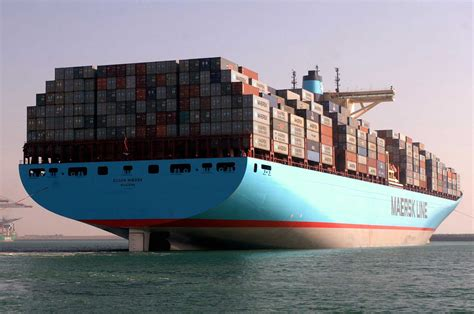 stx shipbuilding planche sur un porte conteneurs de 22 000 evp mer et marine