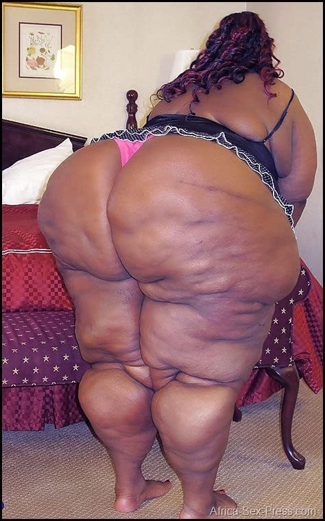 Ebony Mama With A Massive Cellulitics Butt And Legs