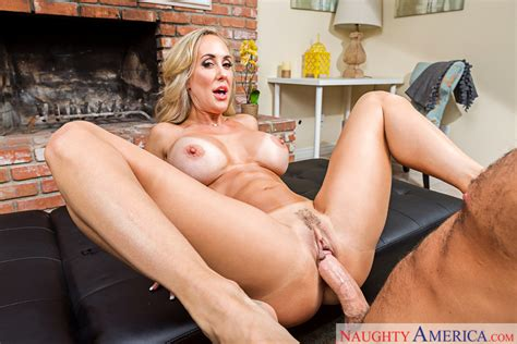 Brandi Love Fucking In The Living Room With Her Tits Vr Porn