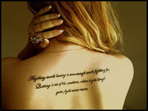 tatouage femme dos tatouage dos femme phrase mod 232 les et exemples