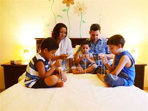 importancia da oracao  rosario em familia