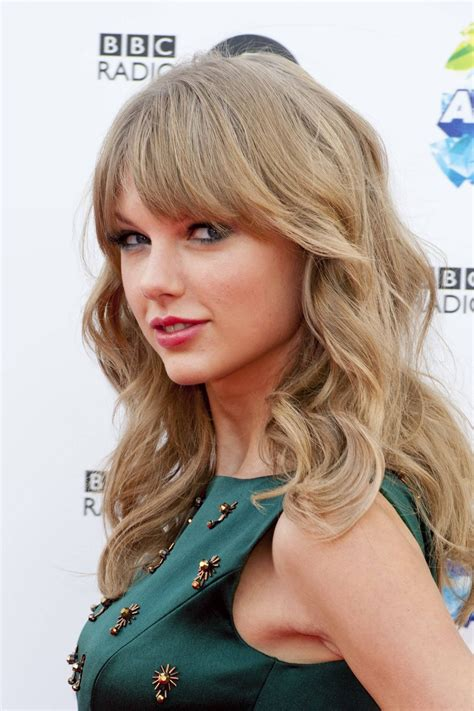 Taylor Swift on Red Carpet - BBC Radio 1 Teen Awards in ...
