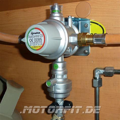 truma duo cs truma gasdruckregler duocontrol cs vertikal wandmontage 30 mbar inkl zwei gasfilter und