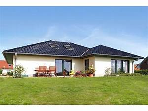 Moderne Häuser Walmdach : bungalow 3 98 w einfamilienhaus von elbe haus informationszentrum dresden hausxxl ~ Markanthonyermac.com Haus und Dekorationen