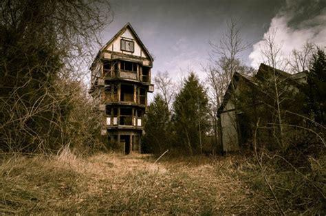 eerie images emerge  creepy abandoned fair site