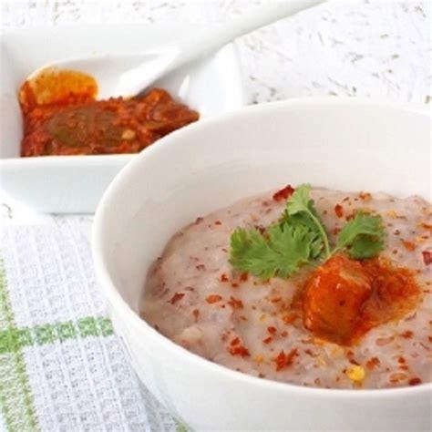 Bubur sumsum terbuat dari tepung beras yang dimasak bersama santan dan dinikmati bersama kuah gula merah atau juruh. 5 Resep Menu Diet dari Nasi Merah yang Sederhana dan Nikmat