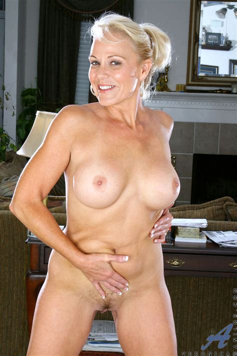 Blonde Cougar Veronica Flaunts Her Mature Nude Body And Her Huge Boobs Mature Muff Best Sexy