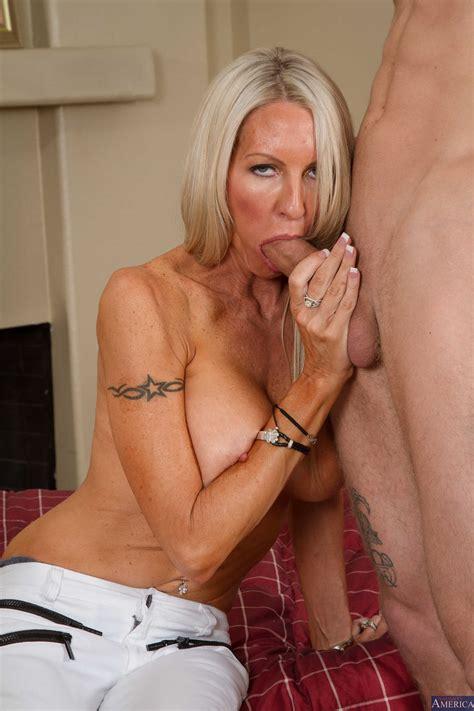 Gorgeous Milf Needs An Intense Orgasm Photos Emma Starr Richie Black
