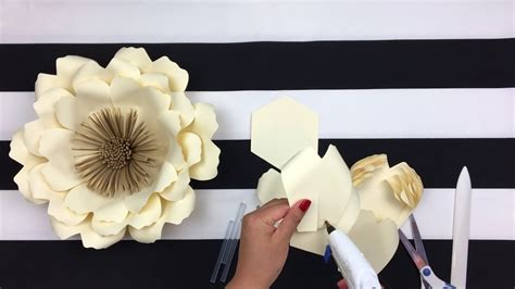paper flower backdrop template diy paper flower backdrop flowers template 14