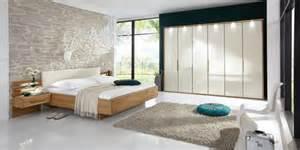 moderne schlafzimmer farben wand verzierung lila wand dachgeschoss schlafzimmer sessel modern schlafzimmer farben grn