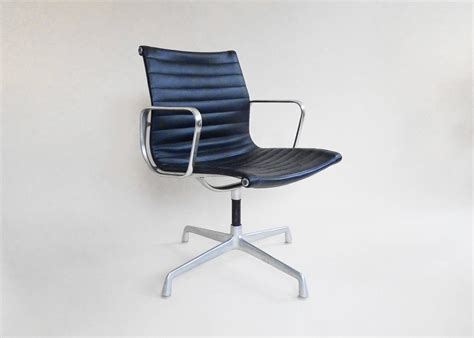 eames aluminum office chairs with ribbed leather