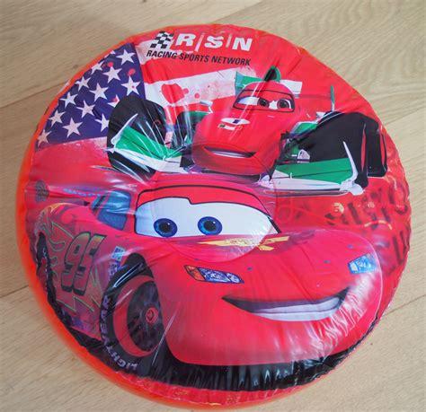 decoration chambre cars disney cars 2 décoration de chambre pouf gonflable