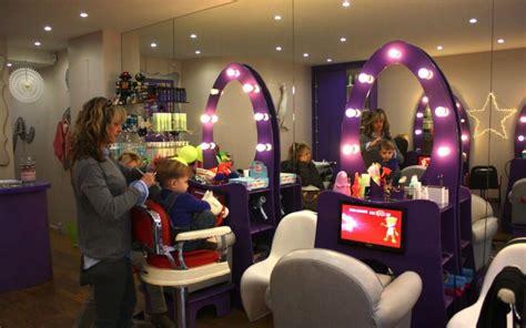 siege coiffure un salon de coiffure spécialement conçu pour les