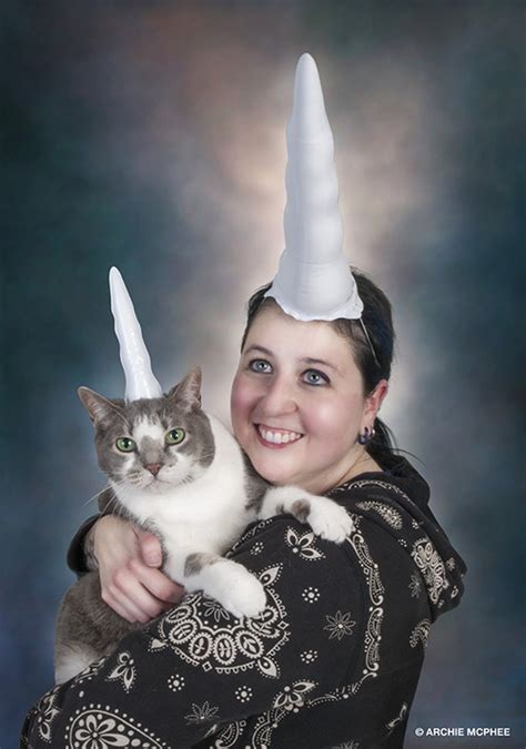 10 Most Awkward Cat Family Photos