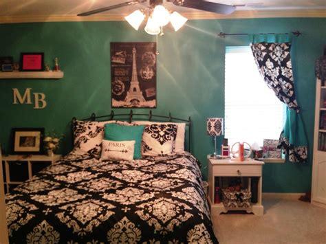 Create Romantic Atmosphere With Paris Bedroom Decor