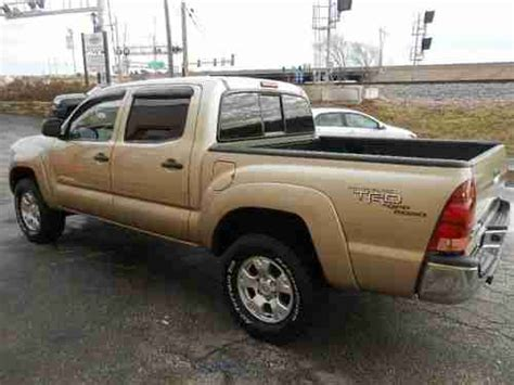 toyota tacoma 4 door sell used 2005 toyota tacoma base crew cab 4 door 4