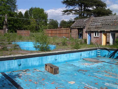 Filedeer Leap Swimming Pool, Ringshall Geograph