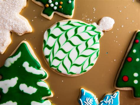 The most amazing collection of decorated christmas cookies! A Royal-Icing Tutorial: Decorate Christmas Cookies Like a ...