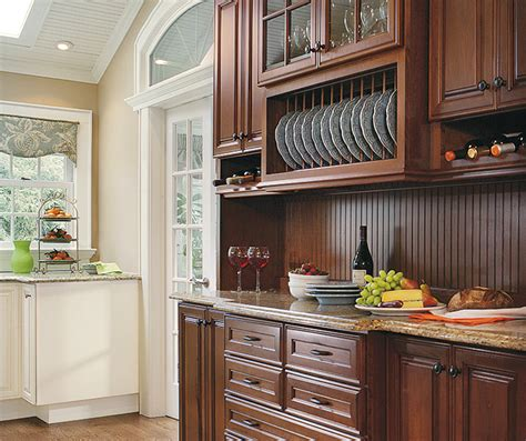small kitchen design  traditional cabinets decora