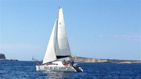 Catamaran Huren Ibiza by Catamaran Huren Ibiza Charteralia Ibiza Bootverhuur