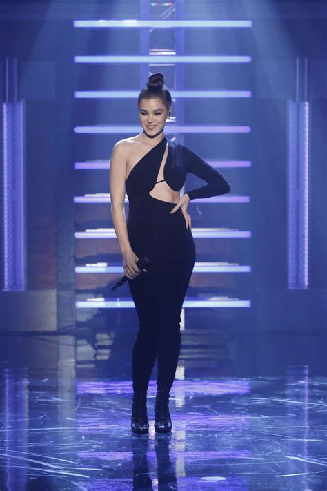 Hailee Steinfeld On 'late Night With Seth Meyers' In New