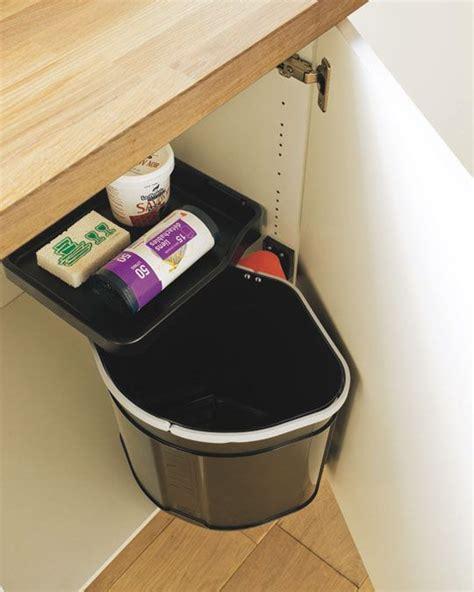 rangement poubelle cuisine les 25 meilleures idées concernant poubelle de porte sur