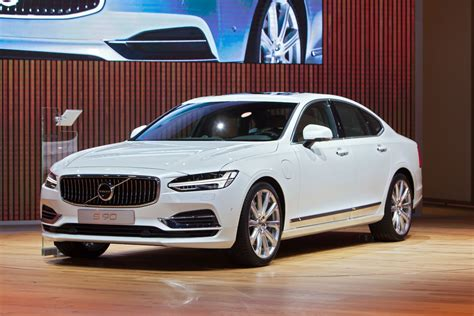 Inside the 2017 Volvo Sedan Lineup - AnswerGuide