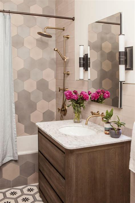 small bathroom  gray tub backsplash hgtv