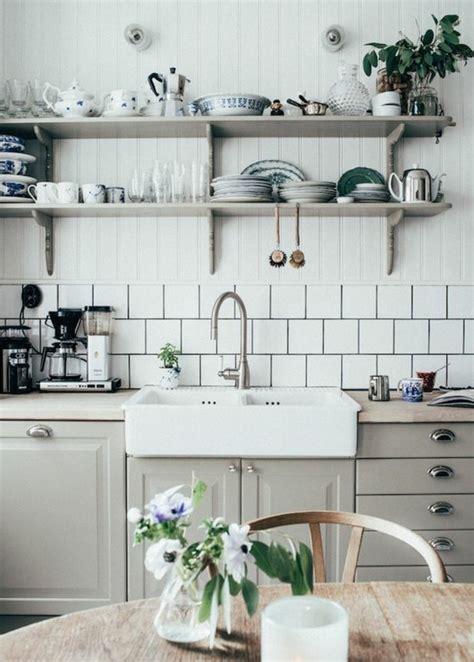 vers blanc dans la cuisine le carrelage métro blanc fait fureur dans la cuisine