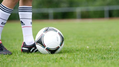 Fussball als zuschauer zu geniessen ist auch mit körperlichen einschränkungen möglich. Aktionen für Vereine :: Schulfußball :: Strukturell :: Projekte & Programme :: DFB - Deutscher ...