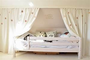 Bett Unter Dachschräge : vorhang bett dachschr ge inneneinrichtung und m bel ~ Lizthompson.info Haus und Dekorationen