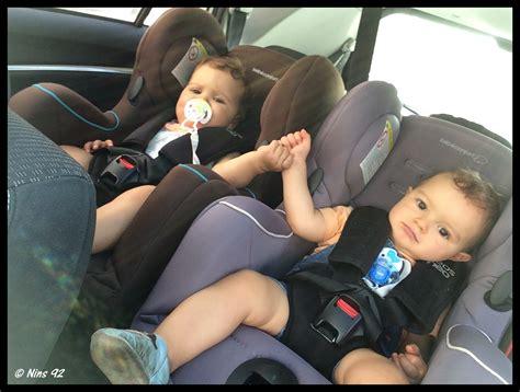 comment mettre un siege auto série oh vous avez des jumeaux mais comment faites
