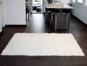 Tapis En Peau De Mouton : tapis rectangle en peau de mouton synth tique beige ~ Teatrodelosmanantiales.com Idées de Décoration