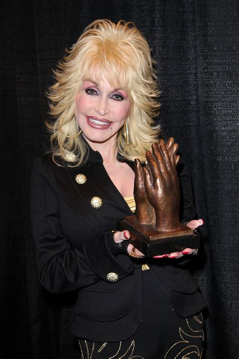 dolly parton pictures file dolly parton accepting liseberg applause award 2010 portrait jpg