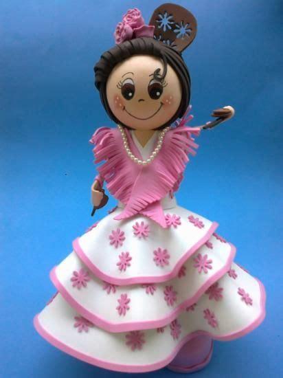 Muñeca fofucha con traje de flamenca en goma eva
