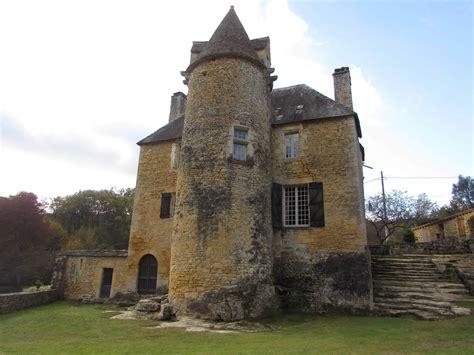 cuisine chalet bois authentique château à vendre dans le périgord 11 hectares de terrain et cheminées en