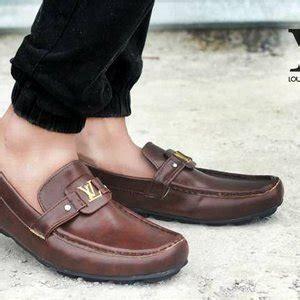 jual sepatu pria louis vouitton tersedia warna biru putih hitam coklat di lapak trademark shoes