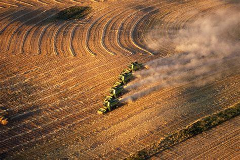 canadas corn belt attracts  hot money bloomberg