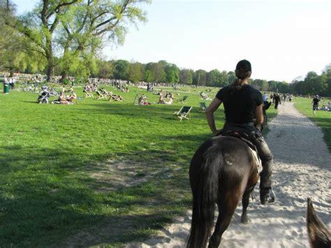 Englischer Garten Reiten by M 252 Nchen Quot Englischer Garten Quot An Karfreitag Pferdebilder